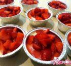 Bicchierini di crema pasticcera e fragole