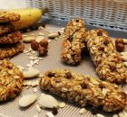 Barrette e biscotti con fiocchi d'avena e frutta secca